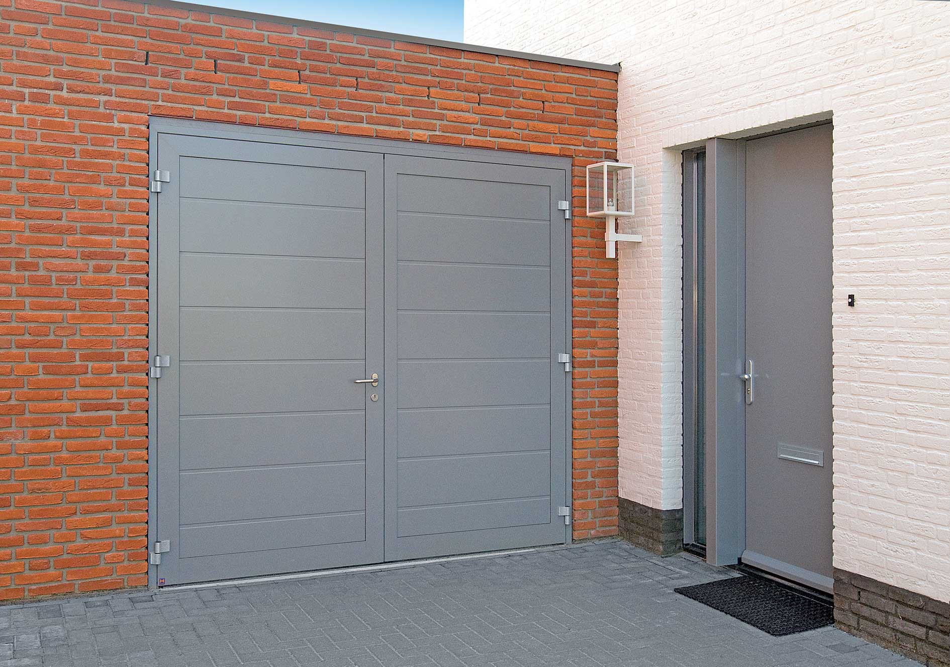 Side Hinge Garage Door Installer Supplier